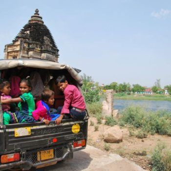 volunteer and intern in new delhi with kids