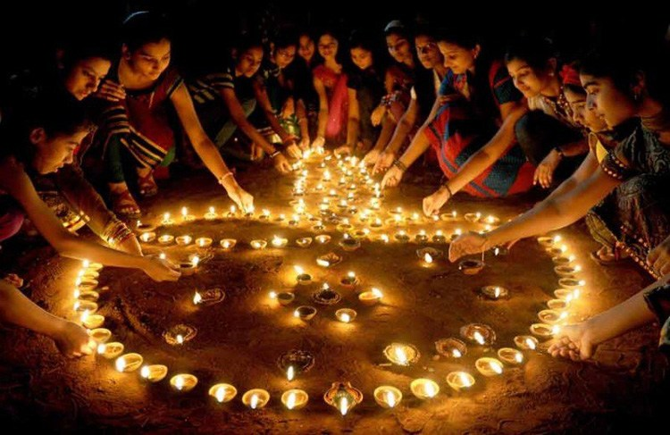 indians celebrating diwali in new delhi